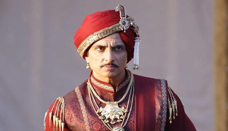 Sonu Sood goes royal in this FIRST LOOK of Manikarnika
