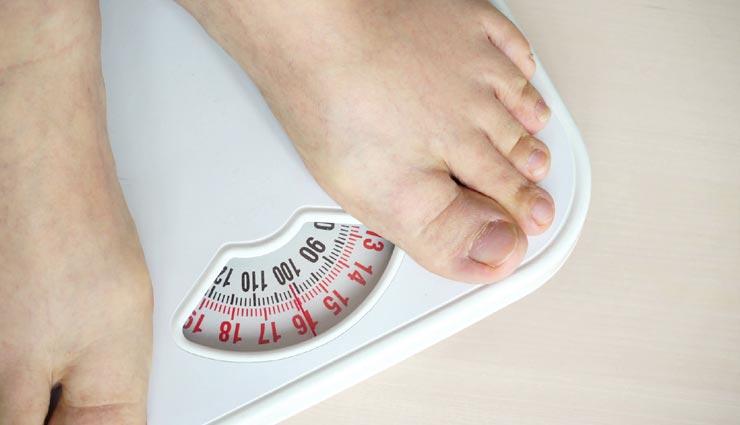 आपके वजन बढ़ने का कारण बन रहा है थायराइड, इन 5 टिप्स की मदद से करें इसे कंट्रोल