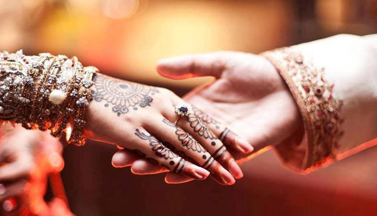 શરમજનક ઘટના: મધ્યમ લગ્નમાં, વરરાજાના પરિવારએ કન્યાના કપડાંને દૂર કરવાની માગણી કરી હતી