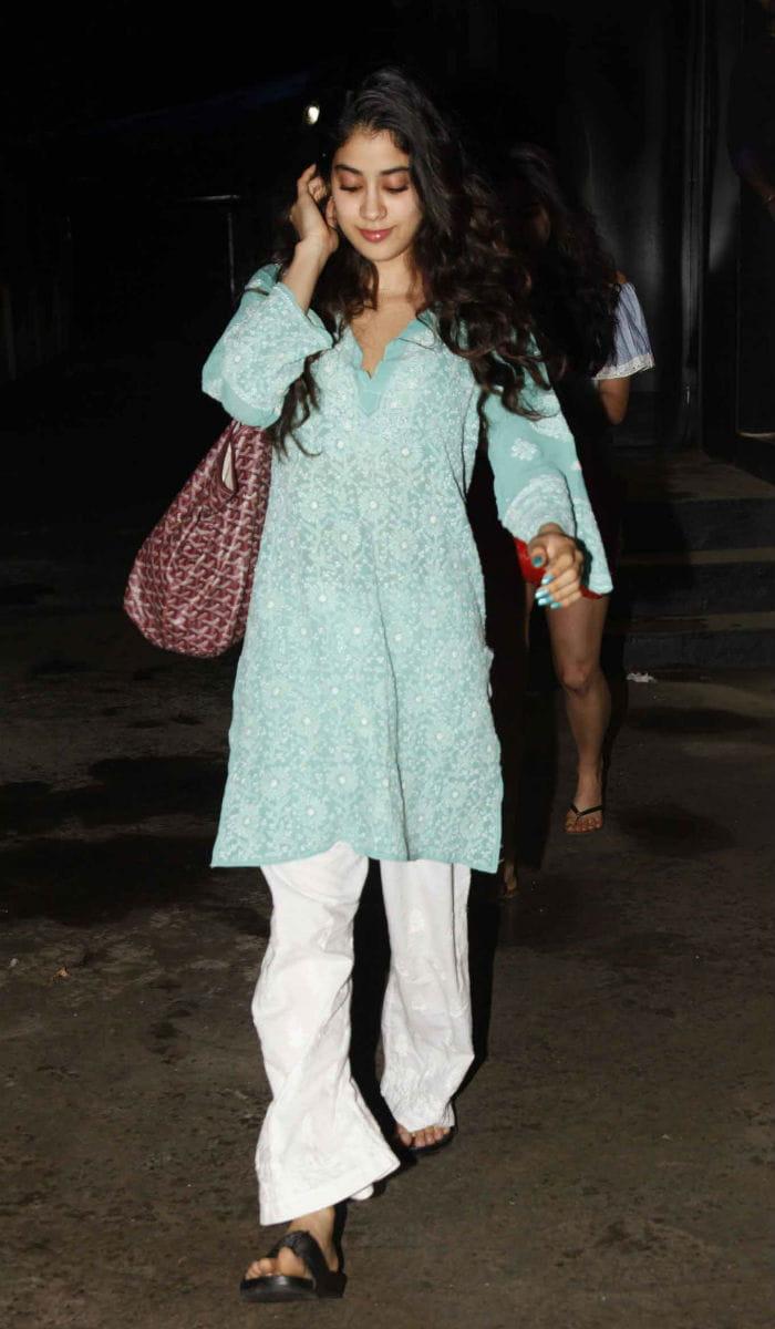 7839d9f674 jhanvi kapoor,jhanvi kapoor desi look,fashion tips from jhanvi kapoor,fashion  trends