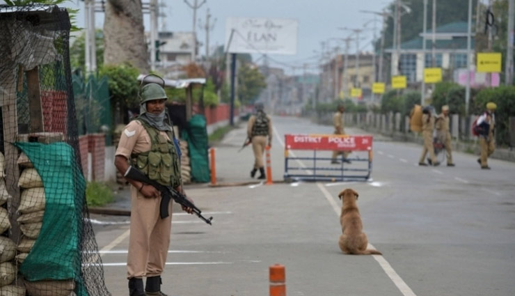Kashmiri protesters clash with security forces in Srinagar, tear gas used