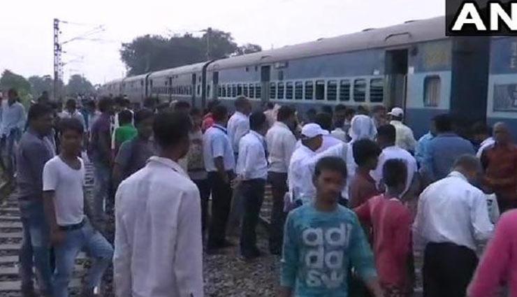 गोरखपुर : डोमिनगढ़ स्टेशन के पास पटरी से उतरी काठगोदाम-हावड़ा एक्सप्रेस, रेल यातायात बाधित