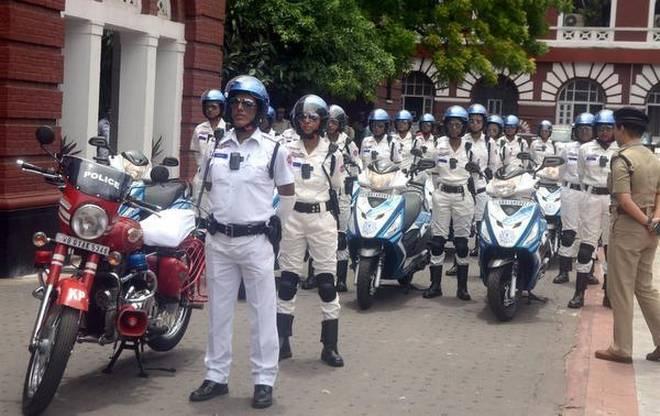 kolkata police,kolkata police white uniform ,कोलकाता पुलिस, सफ़ेद यूनिफार्म, खाकी की जगह सफ़ेद यूनिफार्म, सफ़ेद वर्दी, पुलिस की वर्दी
