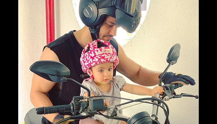 Kunal Kemmu's 'biker baby' Inaaya Naumi is following road safety rules in a pink helmet