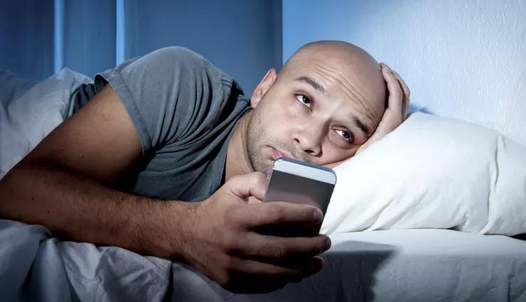 नींद की कमी की वजह से पैदा होता है मानसिक तनाव, इन उपायों से दूर करें अनिद्रा की परेशानी