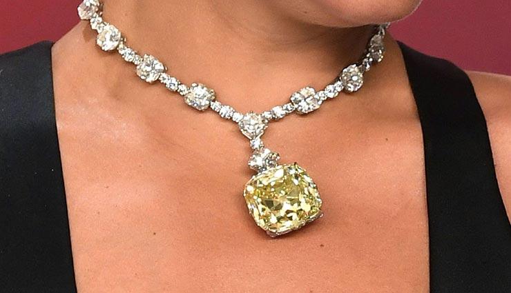 बेहद कीमती होते है हीरे के आभूषण, इन टिप्स की मदद से करें रखरखाव