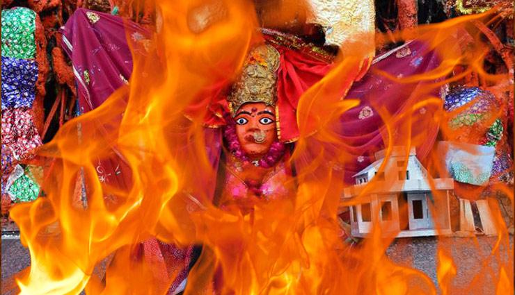 यहाँ देवी माँ प्रसन्न होने पर करती है अग्नि स्नान, 20 फीट ऊंची उठती है आग की लपटें