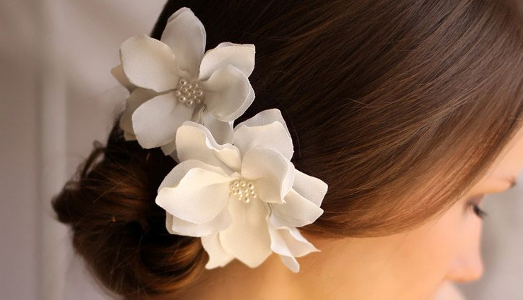 flowers wear in hair,purple orchid,daisy,red rose,marigold flower,lily,peony,camellia flower,magnolia flower,fashion,fashion tips