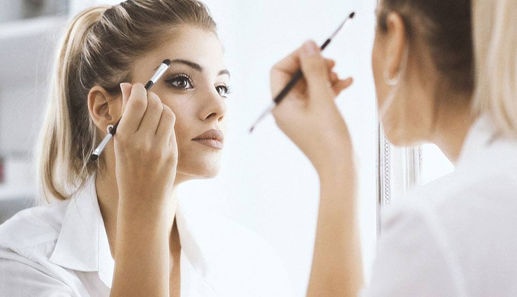 tips to prevent the makeup going greasy,ways to stop makeup from going greasy,shiny makeup,greasy makeup,beauty tips,beauty hacks,makeup tips