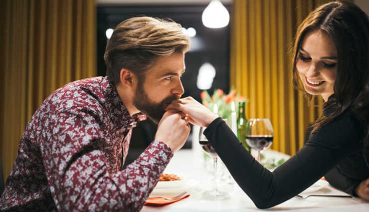 5 Signs That Shows Man is Interested in You