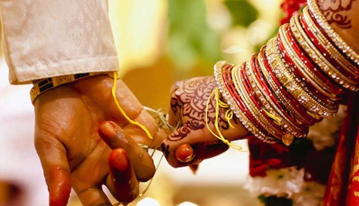 लॉकडाउन में शादी / दूल्हा-दुलहन, पंडित और रिश्तेदार सहित 14 लोग पहुंचे सलाखों के पीछे