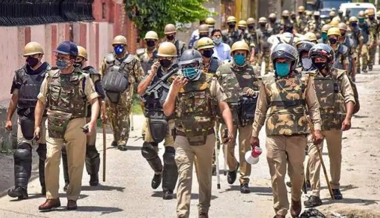 अलीगढ़ / ईद की नमाज पढ़ने को लेकर उठा विवाद, दो पक्षों  के बीच हुई पत्थरबाजी, 4 घायल, 8 गिरफ्तार