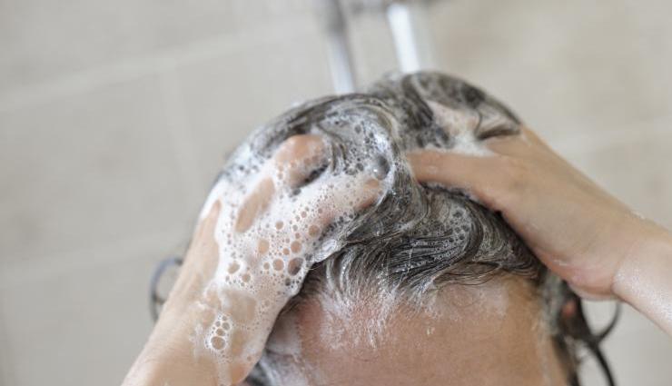 oily scalp,oily scalp treatment,ways to treat oily scalp,greasy hair,hair care,hair beauty,hair care tips