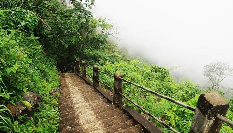 5 Breathtaking Beautiful Treks To Explore in Meghalaya