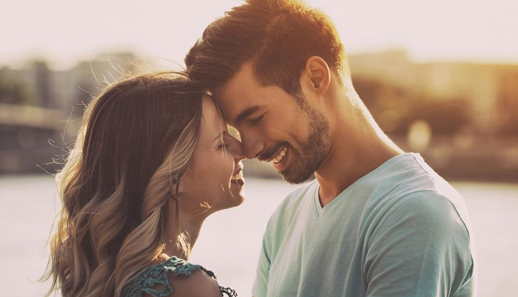 5 Romantic Good Night Messages To Share With Your Husband