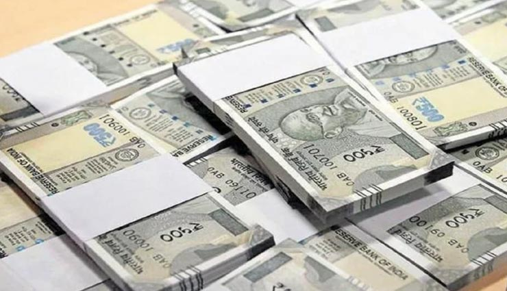 ट्रंक में रखे लाखों रुपये बने रद्दी, पूरा मामला कर देगा आपको हैरान