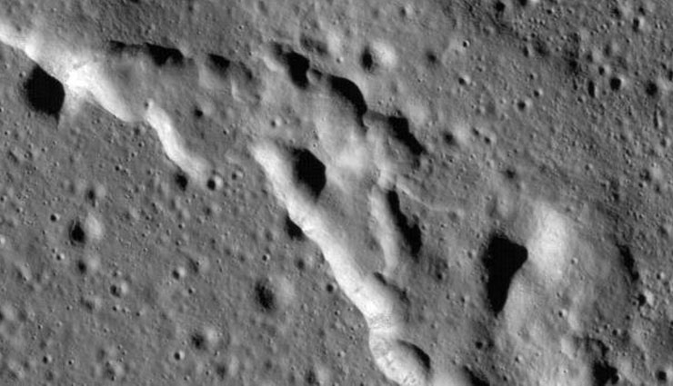 moon is shrinking,lunar quakes,nasa,lunar reconnaissance orbiter content ,सिकुड़ रहा है चंद्रमा