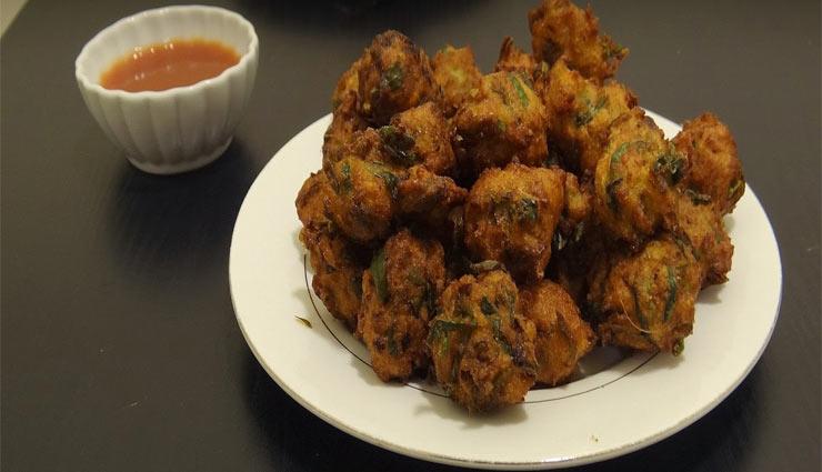 Recipe- Enjoy Monsoon With Moong Methi Pakode