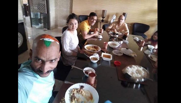महेंद्र सिंह धोनी के फार्महाउस पर तेंदुलकर के फैन सुधीर, साथ किया लंच, देखे तस्वीरे