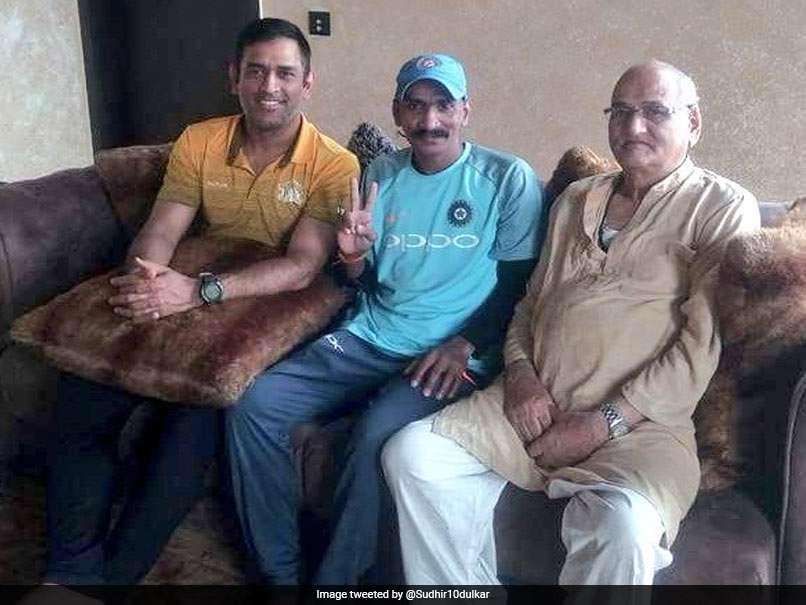 cricket,ms dhoni,sachin tendulkar,fan,sudhir,photo ,स्टार क्रिकेटर महेंद्र सिंह धोनी,सचिन तेंदुलकर,सुधीर,तस्वीरे