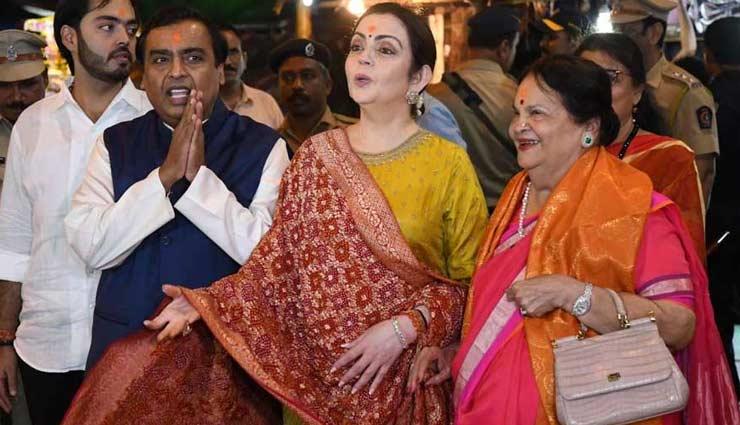 mukesh ambani,nita ambani,isha ambani,isha ambani wedding card,siddhivinayak temple ,मुकेश अंबानी,नीता अंबानी,ईशा अंबानी,आनंद पीरामल ,सिद्धिविनायक मंदिर