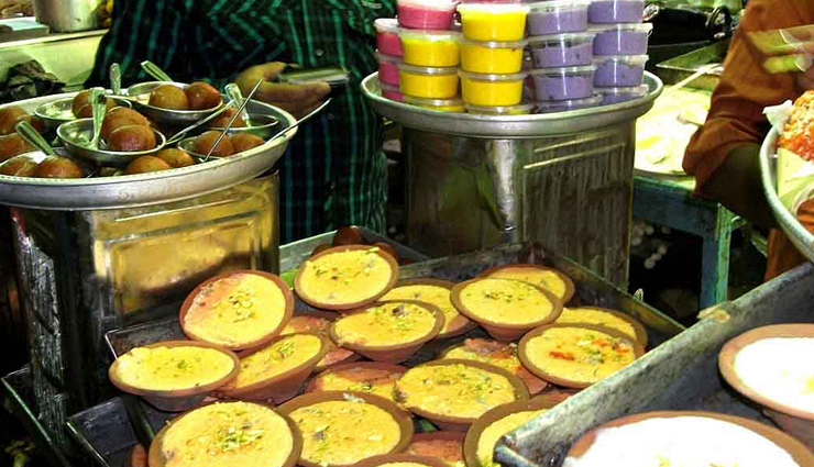 6 Delicious Street Foods of Mumbai You Must Try