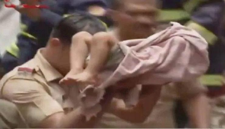 मुंबई हादसा : चमत्कार!! गिरी इमारत के मलबे से जिंदा निकाला गया मासूम