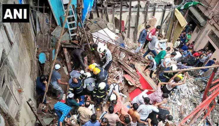 मुंबई के डोंगरी इलाके में 100 साल पुरानी 4 मंजिला इमारत गिरी, 55 लोगों के फंसे होने की आशंका