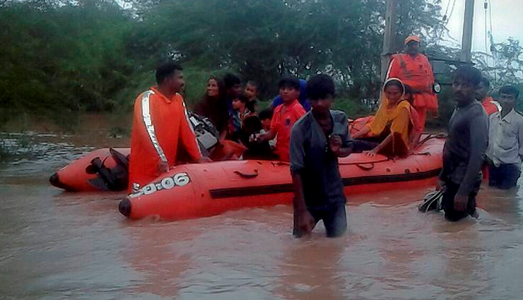 How 2,000 passengers stranded on Shatabdi and Vadodara Express were rescued During Mumbai Rains
