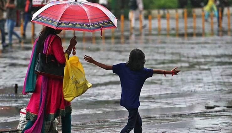 मुंबई में भारी बारिश के बीच ये 2 जगह घुमने के लिए बेहतरीन, ले मजा
