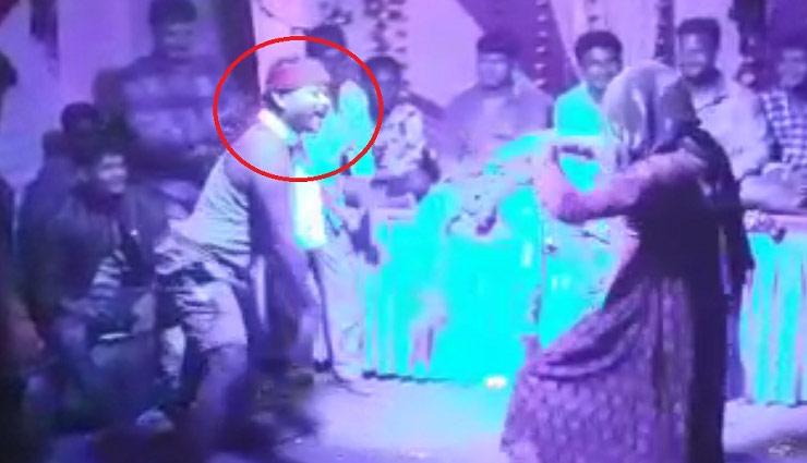madhya pradesh,nagin dance,death while dancing,live death,dance of death,ganesh visarjan,death of youth,viral video ,मध्यप्रदेश न्यूज, सिवनी न्यूज, नागिन डांस, डांस करने के दौरान मौत, लाइव मौत, मौत का डांस, गणेश विसर्जन, युवक की मौत,वीडियो