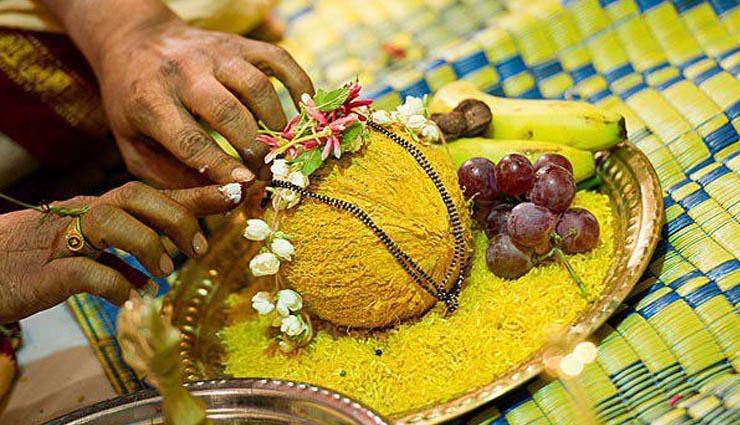 पैसे की तंगी को दूर करने और  भाग्य को चमकाने के लिए करे ये नारियल के टोटके