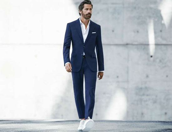 Fashion Tip- Perfect Way To Carry Navy Suit