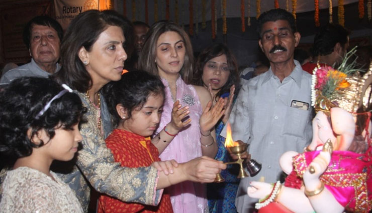 Ganesh Chaturthi 2018: Neetu Kapoor bids farewell to bappa with daughter Riddhima, Ranbir and Rishi missing, SEE PICS