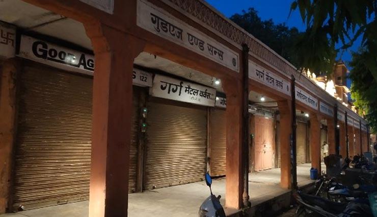 नाइट कर्फ्यू के चलते सूनी हुई राजधानी जयपुर की सड़कें, 7 बजे से गिरने लगे थे दुकानों के शटर