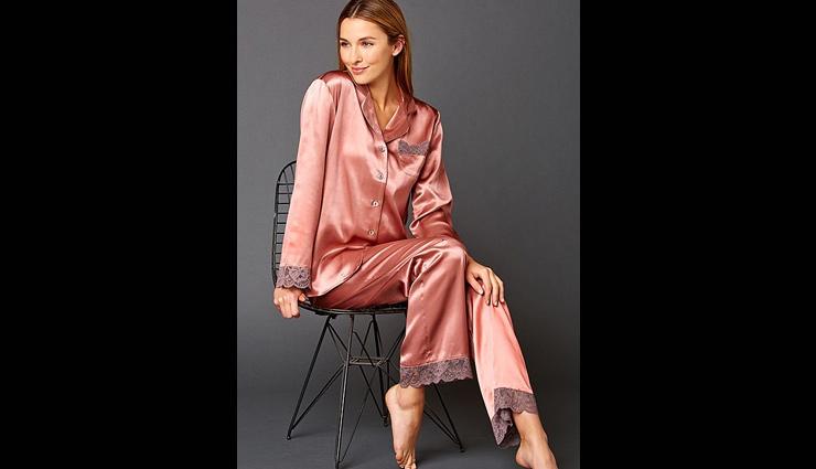 different types of night suits,night suits,fashion tips ,सैटिन के ब्लेज़र नाईट सूट , लेस वाले स्पेगेटी टाइप के नाईट सूट, एनिमल प्रिंट नाईट सूट, सेक्सी और स्टाइलिश नाईट सूट, सैटिन लॉन्ग नाइट सूट, फैशन टिप्स