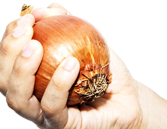 Remove Onion Smell From Hands With These Easy Tips