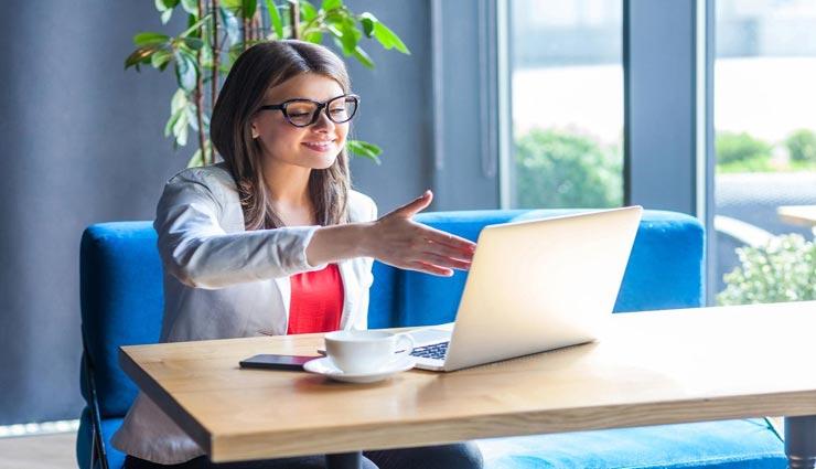 ऑनलाइन इंटरव्यू में भी जरूरी हैं आपका सही ड्रेसिंग सेंस, रखें इन बातों का ध्यान