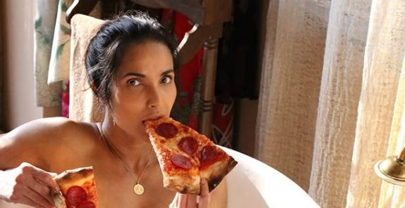 hollywood,model,padma lakshmi,pizza,nude photoshoot,bathtub ,हॉलीवुड,सुपर मॉडल पद्मा लक्ष्मी,न्यूड फोटोशूट,बाथटब,पिज्जा