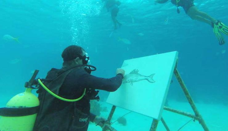 क्यूबा: समुद्र के अंदर पेंटिंग करते हैं गोंजालेस, कहा- वहां सबकुछ प्राकृतिक रूप में होता है