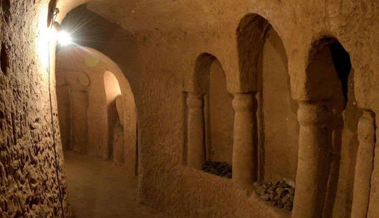 आलू रखने के लिए एक शक्श ने जमीन के नीचे बना डाला महल, 23 साल में बनकर हुआ तैयार