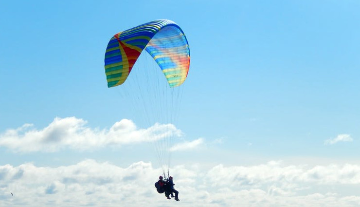 paragliding,paragliding in india,sports in india,goa,panchgani,maharashtra,bangalore,karnataka,bedni bugyal,uttrakhand,yelagiri,tamil nadu
