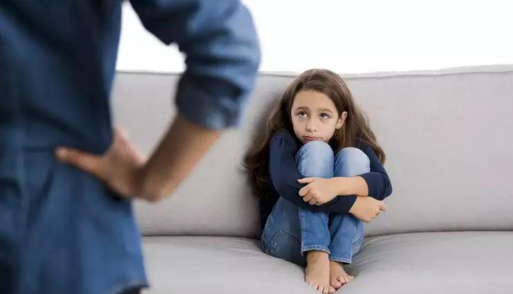 पेरेंट्स की इन गलतियों का खामियाजा उठाना पड़ता है बच्चों को, आज ही छोड़ दें ये आदतें