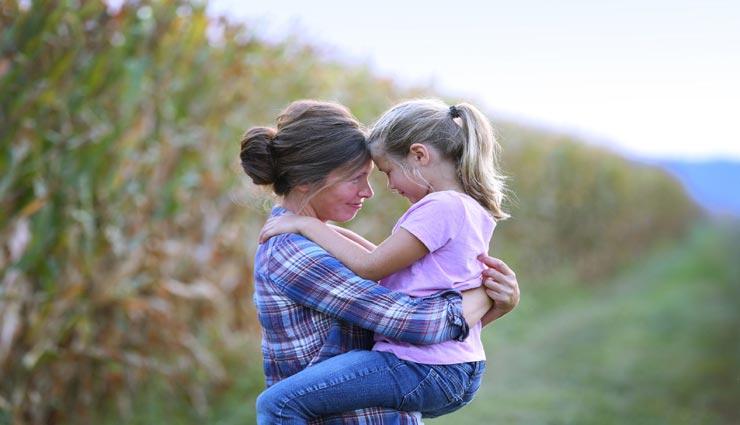 इस तरह बनाए अपनी बेटियों को कॉन्फिडेंट, समाज में बना पाएगी अपनी जगह