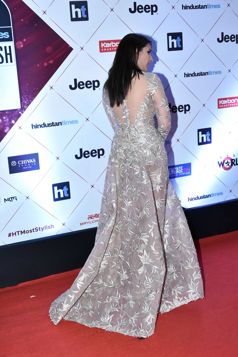 bollywood,parineeti chopra,ht indias most stylish awards 2018,viral photo,gossips,entertainment ,बॉलीवुड,परिणीती चोपड़ा,परिणीती चोपड़ा तस्वीरे,बॉलीवुड खबरें,एंटरटेनमेंट खबरें,मनोरंजन खबरें