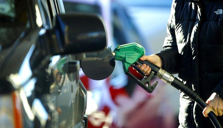GST के दायरे में लाने की अटकलों के बीच पेट्रोल-डीजल की नई रेट जारी, जानें सस्ता हुआ या महंगा