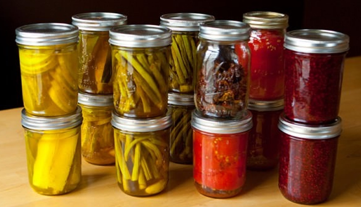 storing pickles in rainy season,pickles,household tips,home decor tips,pickles in monsoon ,होम डेकोर टिप्स, हाउसहोल्ड टिप्स, आचार , बारिश के मौसम में आचार को स्टोर करने के असरदार तरीके