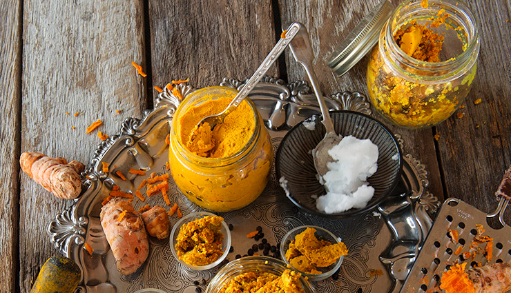 castor oil,lemon juice,turmeric paste,honey,tomato,home remedies,home remedies to get rid of pimples on lip,lip care tips,acne care tips,beauty tips