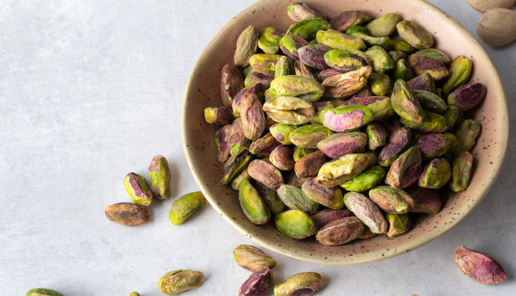 8 Health Benefits of Eating Pistachios Regularly