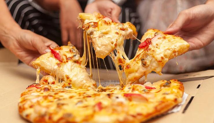 पिज्जा खाने में तो हैं स्वादिष्ट लेकिन सेहत के लिए हानिकारक, जाने इसके सेवन से होने वाले खतरों के बारे में
